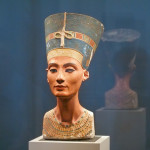 BERLIN - SEPTEMBER 2005: Famous bust of Queen Nefertiti in Berlin Pergamon Museum, September 4, 2005 in Berlin, Germany
