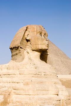 Sphinx-and-pyramid2